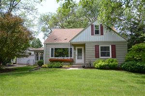 Photo of 1507 S Clover Knoll Pl, New Berlin, WI 53151 (MLS # 1646062)