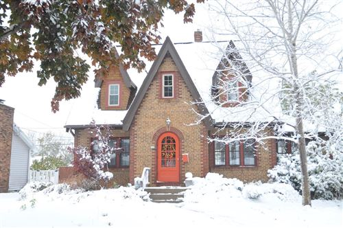 Photo of 712 Park Ave, South Milwaukee, WI 53172 (MLS # 1667064)