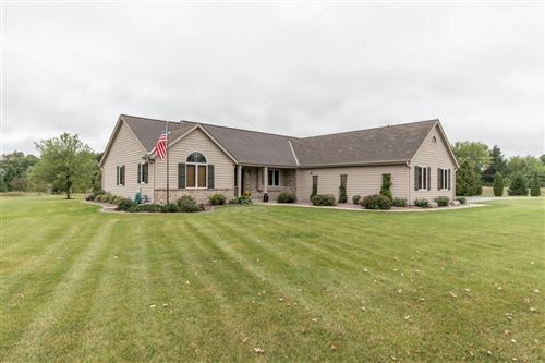 Photo of S93W34945 Jericho Dr, Eagle, WI 53119 (MLS # 1709065)