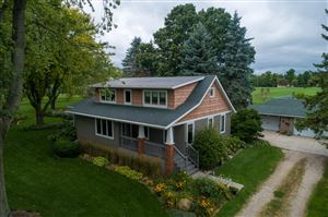 Photo of N92W26490 Hickory Rd, Hartland, WI 53029 (MLS # 1658080)