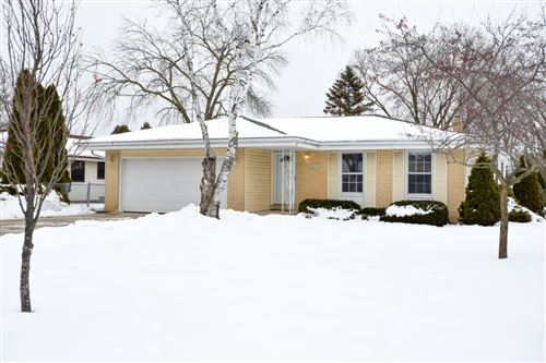 Photo of 7690 S Mission Dr, Franklin, WI 53132 (MLS # 1674085)