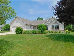 Photo of 4884 S Hawthorne Dr, New Berlin, WI 53151 (MLS # 1647086)