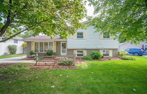 Photo of 821 Sandy Acre Dr, West Bend, WI 53090 (MLS # 1710093)