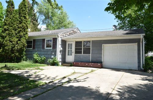 Photo of 1025 Park Ave, South Milwaukee, WI 53172 (MLS # 1732102)