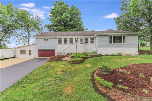 Photo of 8725 Hilltop Dr, Burlington, WI 53105 (MLS # 1696105)