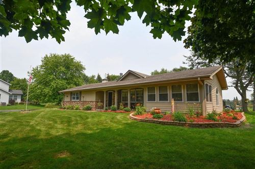 Photo of 1730 S Twin Willows Dr, New Berlin, WI 53146 (MLS # 1754110)