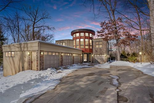 Photo of 5006 W Parkview Dr, Mequon, WI 53092 (MLS # 1724114)
