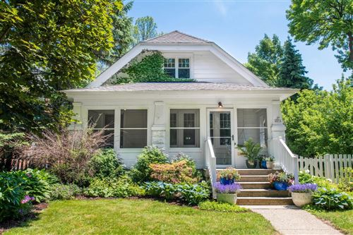 Photo of 4856 N Newhall St, Whitefish Bay, WI 53217 (MLS # 1695118)