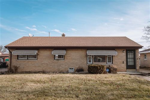 Photo of 4444 S 66th St, Greenfield, WI 53220 (MLS # 1672123)