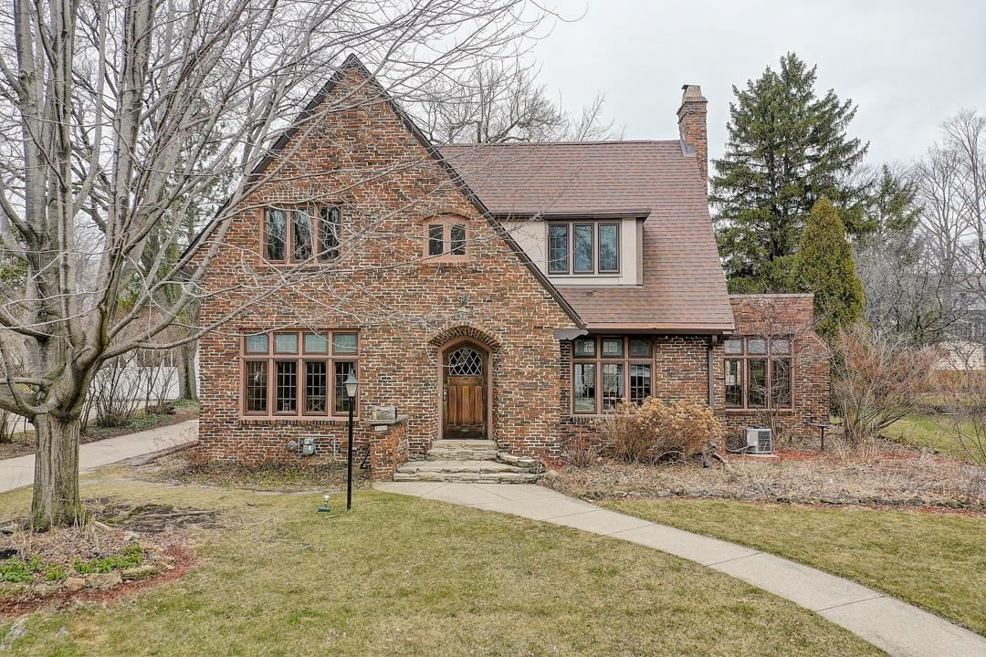 7720 Rogers Ave, Wauwatosa, WI 53213 - MLS#: 1682125