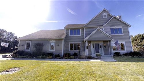 Photo of 1003 Woods Dr, Hartland, WI 53029 (MLS # 1664127)
