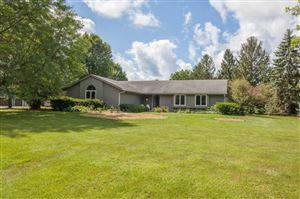 Photo of 678 Scenic Heights Dr, Delafield, WI 53018 (MLS # 1653133)