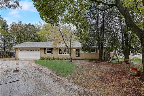 Photo of 1526 W Fairfield Ct, Glendale, WI 53209 (MLS # 1716134)