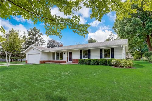 Photo of 2315 Guinevere Dr, Brookfield, WI 53045 (MLS # 1754139)