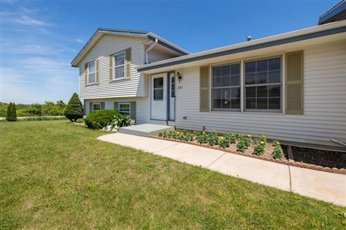 Photo of 2895 Farview Dr, Richfield, WI 53076 (MLS # 1694140)