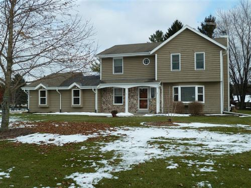 Photo of 5462 E Overlook Cir, West Bend, WI 53095 (MLS # 1668152)