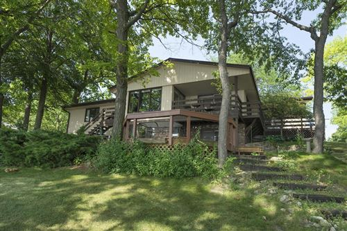 Photo of 904 Hawks Hollow, Delafield, WI 53018 (MLS # 1649153)