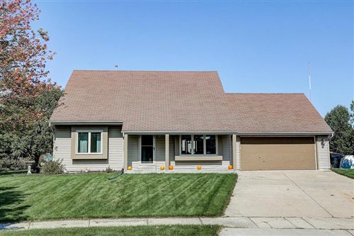 Photo of N171W19860 Old Orchard Ct, Jackson, WI 53037 (MLS # 1662154)