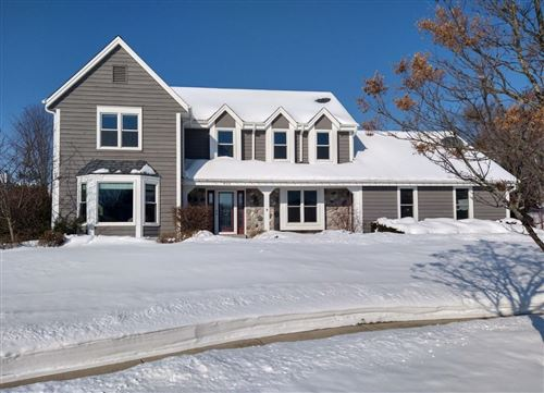 Photo of 806 Glen Ridge Ct, Waukesha, WI 53188 (MLS # 1729154)