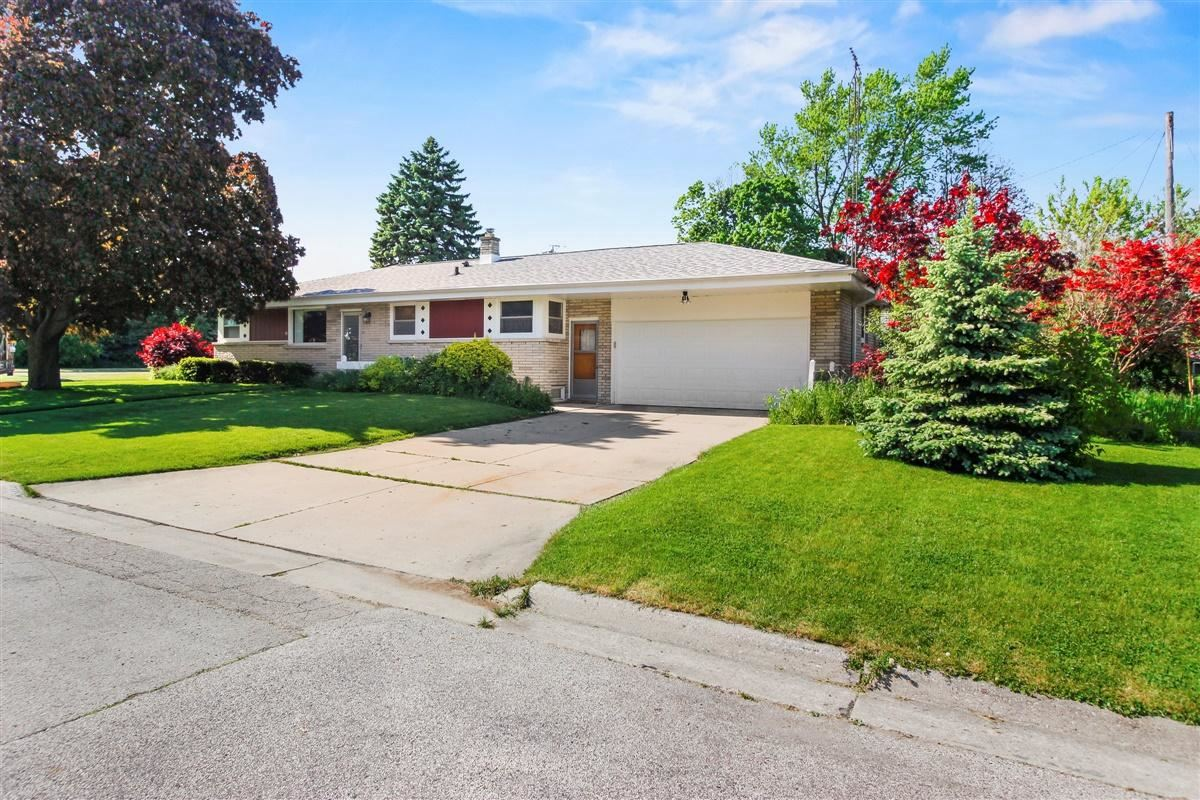 709 Nicholson Ave, South Milwaukee, WI 53172 - MLS#: 1692157