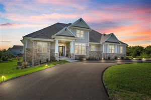 Photo of 11539 N Creekside Ct, Mequon, WI 53092 (MLS # 1660158)