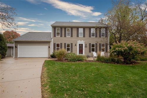 Photo of 470 Leanore Ct, Pewaukee, WI 53072 (MLS # 1717159)