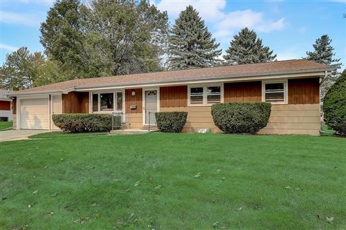Photo of 918 Redwood St, West Bend, WI 53095 (MLS # 1710166)