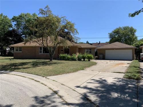 Photo of 5346 N Mohawk Ave, Glendale, WI 53217 (MLS # 1706169)
