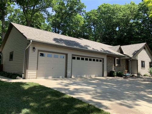 Photo of 224 W Summerhill Pl, Oak Creek, WI 53154 (MLS # 1695170)