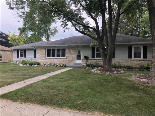 Photo of 512 Downing Dr, Waukesha, WI 53186 (MLS # 1754182)