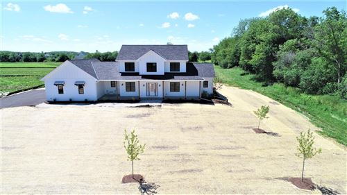 Photo of S86W34915 Knoll Rd, Eagle, WI 53119 (MLS # 1694188)