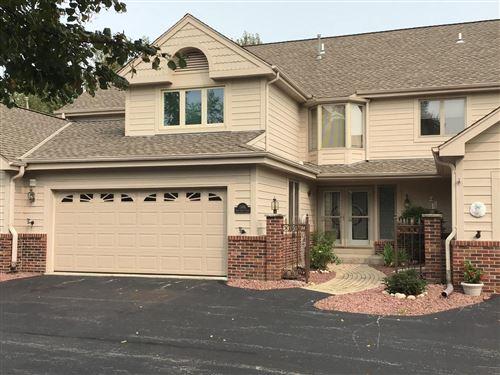 Photo of 7404 W Twin Oaks Ct, Franklin, WI 53132 (MLS # 1710188)