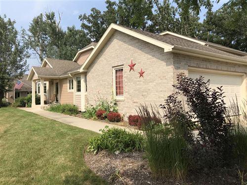 Photo of 4234 Prairie Village Dr, Pleasant Prairie, WI 53158 (MLS # 1698191)