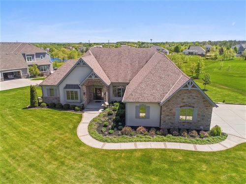 Photo of 7239 W Oakview Ct, Mequon, WI 53092 (MLS # 1691200)
