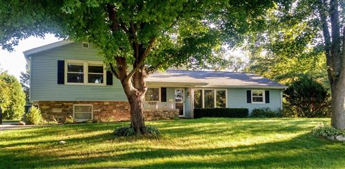 Photo of 4814 S Brookdale Dr, Greenfield, WI 53228 (MLS # 1709200)