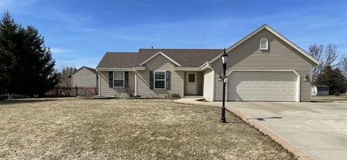 Photo of 305 Hawthorne Dr, Eagle, WI 53119 (MLS # 1731209)