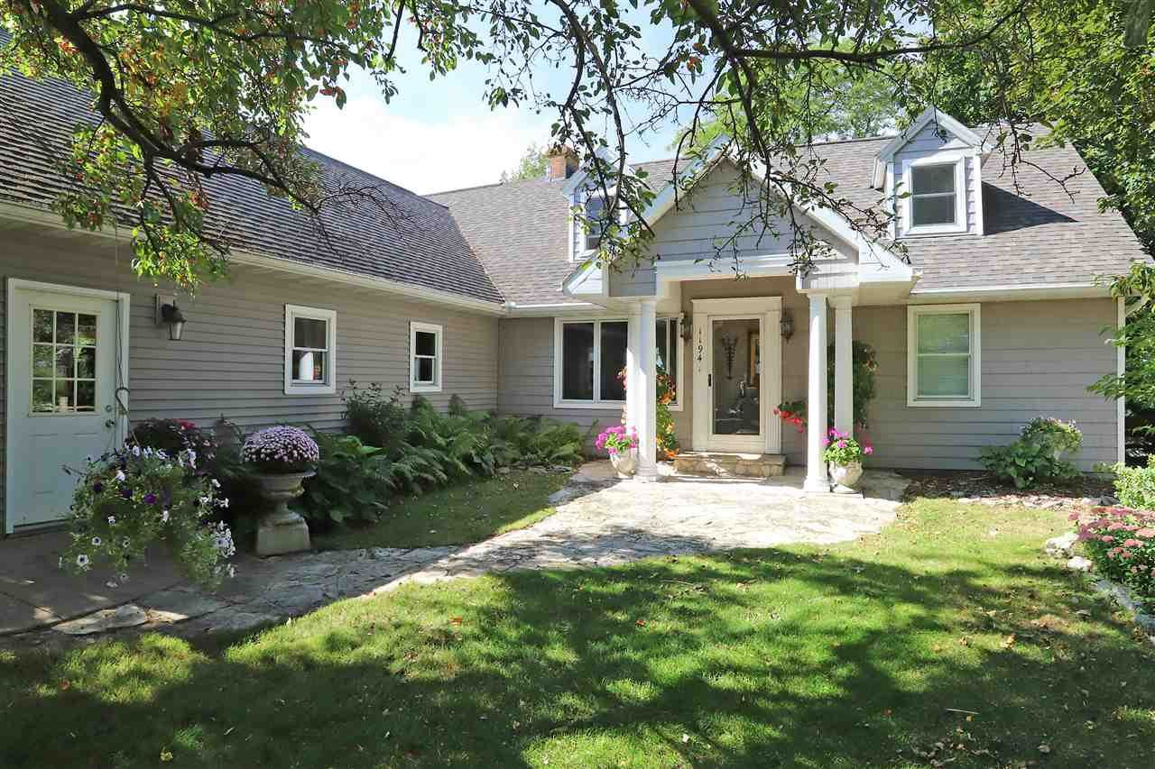 1194 PAGES POINT, Menasha, WI 54952 - MLS#: 50221215