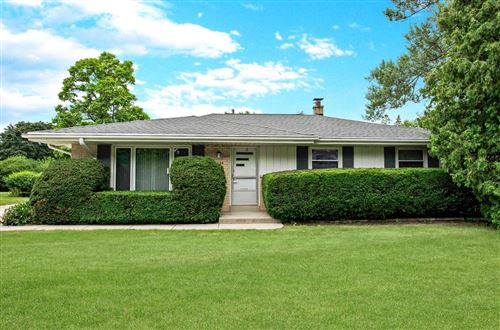 Photo of 1525 S 165th St, New Berlin, WI 53151 (MLS # 1752218)