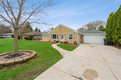 Photo of 1112 W Colonial Dr, Mount Pleasant, WI 53405 (MLS # 1735220)
