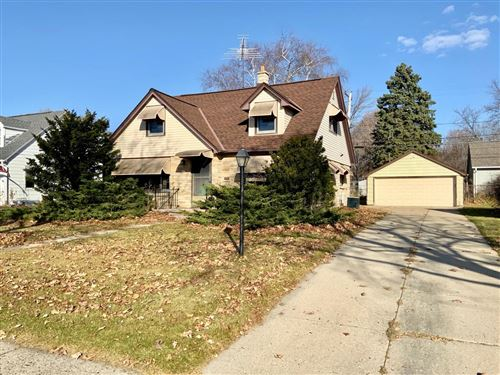 Photo of 918 Park Ave, West Bend, WI 53090 (MLS # 1718226)