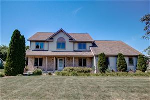Photo of 204 Hunters Glen Ln, Johnson Creek, WI 53038 (MLS # 1652227)