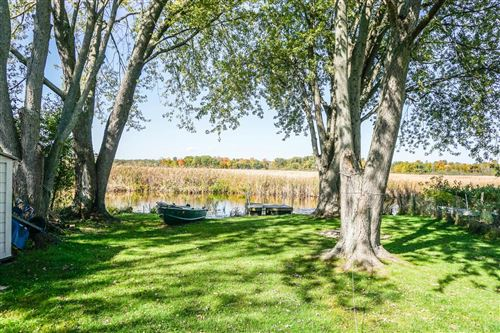 Photo of W302S10109 Lakeview Dr, Mukwonago, WI 53149 (MLS # 1716229)