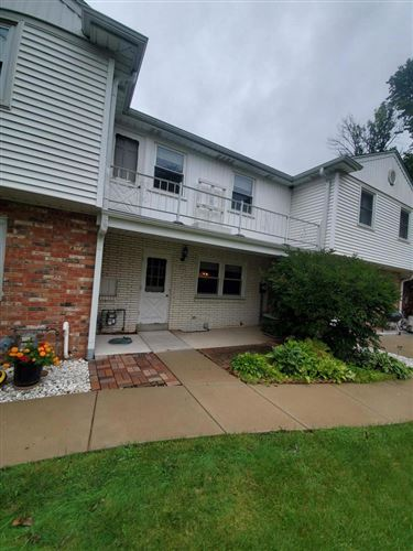 Photo of 4935 W Colonial Ct, Greenfield, WI 53220 (MLS # 1709231)