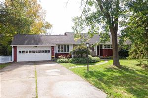 Photo of 317 W Clovernook Ln, Glendale, WI 53217 (MLS # 1664234)