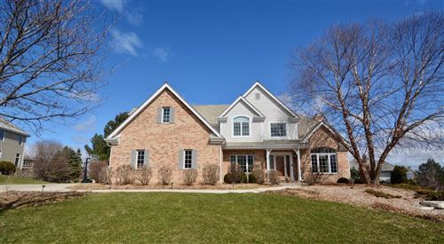 Photo of 900 N Evergreen Cir, Hartland, WI 53029 (MLS # 1683240)