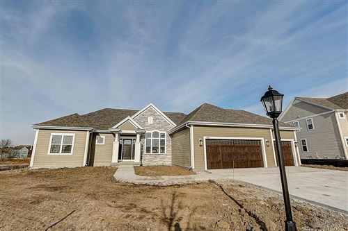 Photo of 8460 W Highlander Dr, Mequon, WI 53097 (MLS # 1671257)