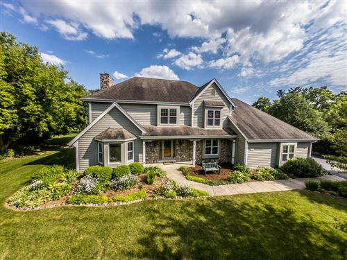 Photo of 112 Hickory CT, Delafield, WI 53018 (MLS # 1695263)