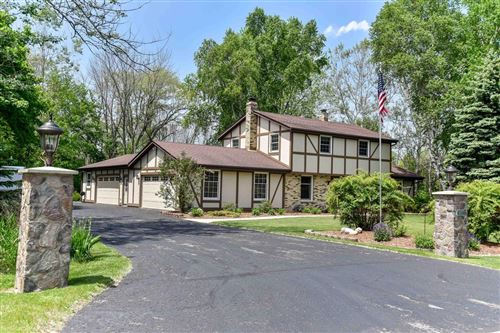 Photo of 10013 N Parkside Ct, Mequon, WI 53092 (MLS # 1692268)