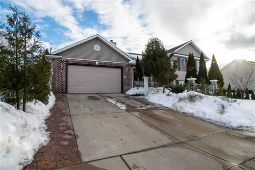 Photo of 421 E Sunny Hill Dr, Elkhorn, WI 53121 (MLS # 1728269)