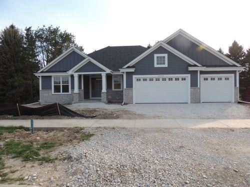 Photo of W239N5431 Fieldstone Pass Cir, Sussex, WI 53089 (MLS # 1717276)